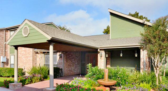 Siena Courtyards Apartment Homes reviews | 13503 Northborough Dr - Houston TX