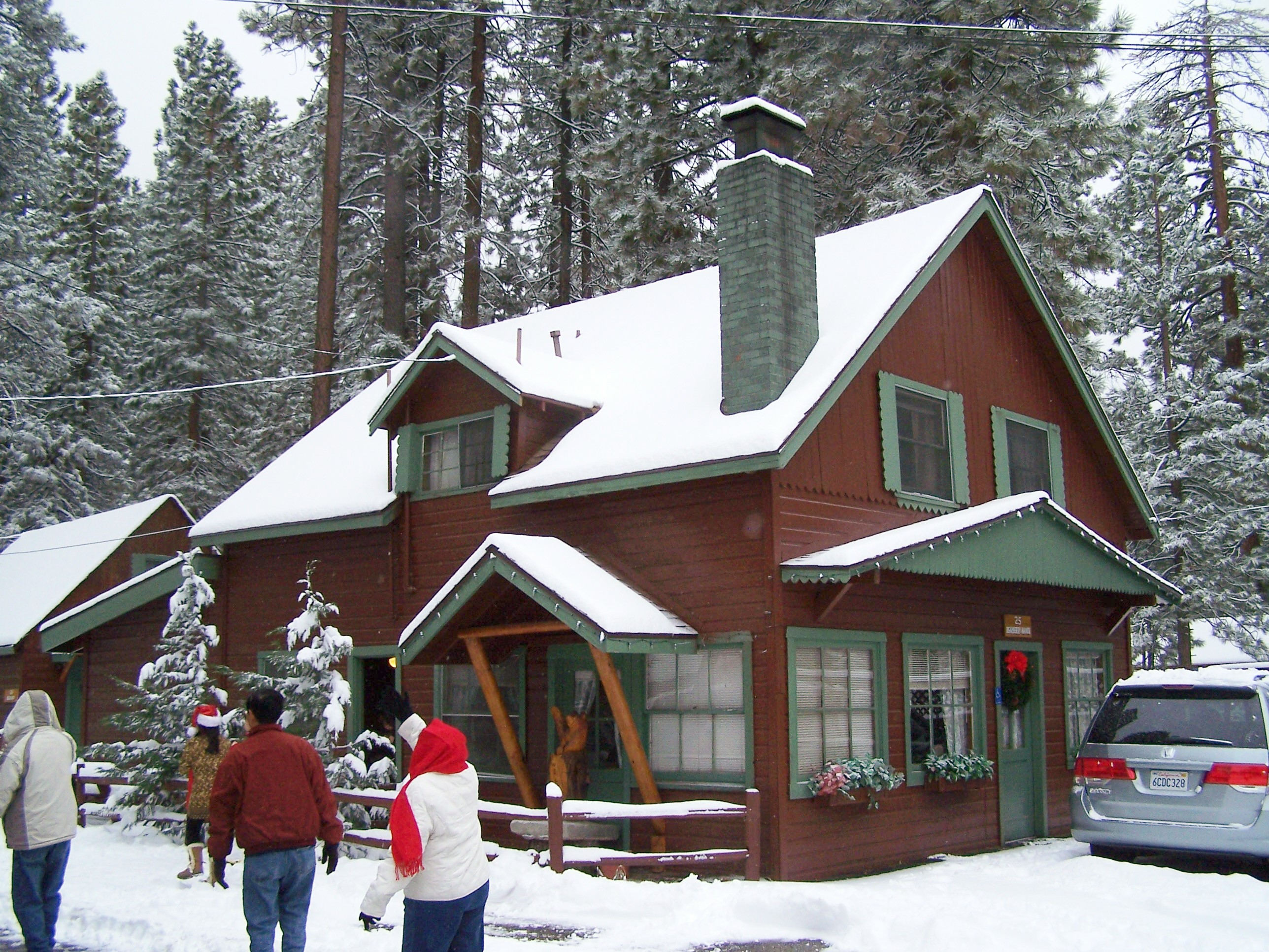 Golden Bear Cottages - AAA approved cabins and family vacation rentals reviews | 39367 Big Bear Boulevard - Big Bear Lake CA
